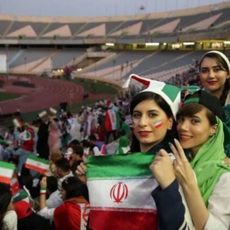 حمایت از ورود زنان به استادیومهای فوتبال در ایران
