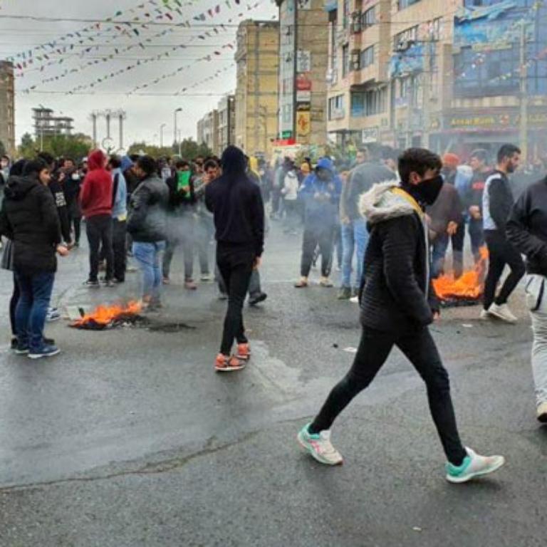 علیه صدور حکم اعدام برای معترضان آبان موضع بگیرید