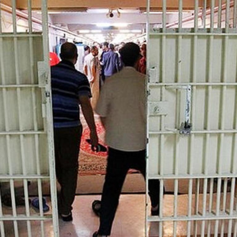 برای پیشگیری از یک فاجعه انسانی، زندانیان سیاسی و عادی را آزاد کنید یا به آنها مرخصی بدهید