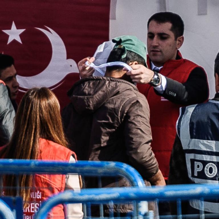 به قطع بیمه پناهجویان در ترکیه رسیدگی کنید!