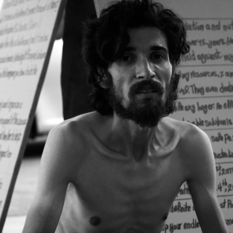 به فریاد او برسیم: انور نیلوفری در اعتصاب غذا
